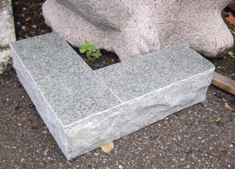 Kuru hall graniit klombitud servaga