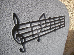Kiviraie reljeefne pilt mustal kivil